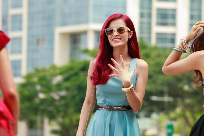 """<p> Đông Nhi cũng tham gia vào video ca nhạc <em>Chảnh dễ thương</em> với câu chuyện nói về một cô nàng mang tiếng """"chảnh"""" nhưng thực sự lại rất dễ gần.</p>"""