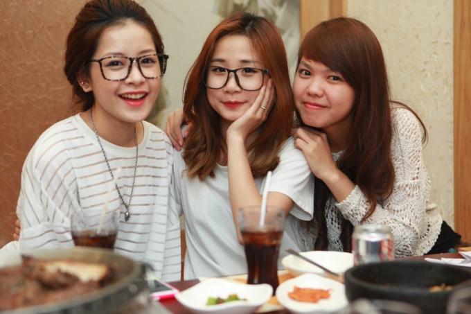 <p> Chi Pu dễ thương bên cạnh những người bạn mới quen khi tham gia chiến dịch quảng bá này.</p>