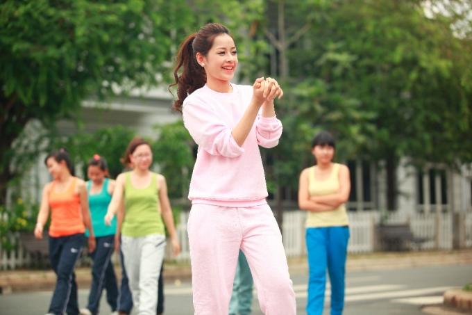 <p> Trong MV này, Chi Pu hóa thân thành cô tiểu thư lí lắc, đáng yêu nhưng vẫn rất năng động, sẵn sàng tham gia mọi hoạt động trong trường lớp.</p>