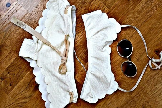 Chế bikini vỏ sò giống hệt sao