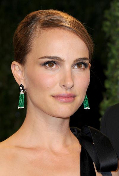 """<div> Natalie Herschlag quyết định đổi tên thành Natalie Portman để """"phòng"""" trường hợp quá nổi tiếng sẽ làm ảnh hưởng đến gia đình mình. Và cuối cùng, Natalie đã chứng minh được việc đổi họ của mình là một quyết định đúng đắn.</div> <div> </div> <div> </div>"""