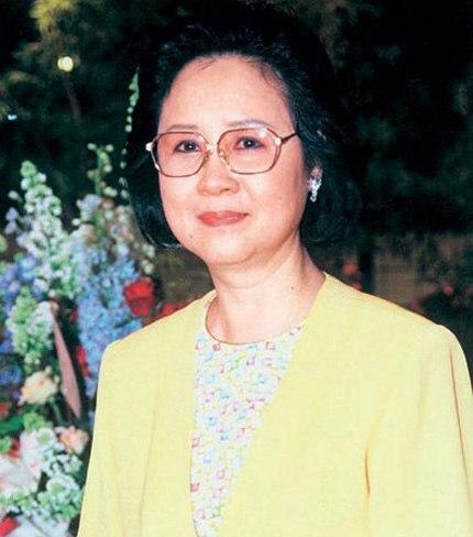 <div> Nữ sĩ Quỳnh Dao tên thật Trần Triết.</div> <div> </div>