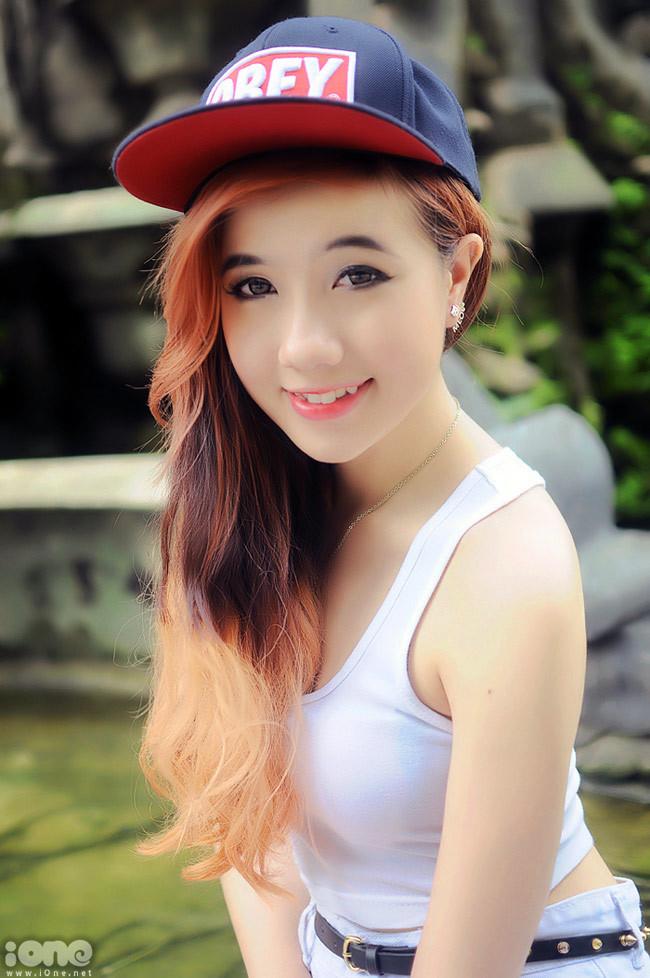 """<p> Trước đây Mie từng bị dư luận chỉ trích khá gay gắt bởi vlog """"ngại nói tiếng Việt"""", giọng điệu đà. Tuy nhiên điều đó không làm hot girl này nản chí trong việc tiếp tục cho ra các vlog thời trang.</p>"""