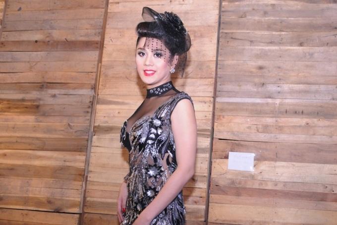 <p> Lâm Chi Khanh thu hút mọi ánh nhìn với chiếc váy xuyên thấu khoe nội y vô cùng quyến rũ.</p>