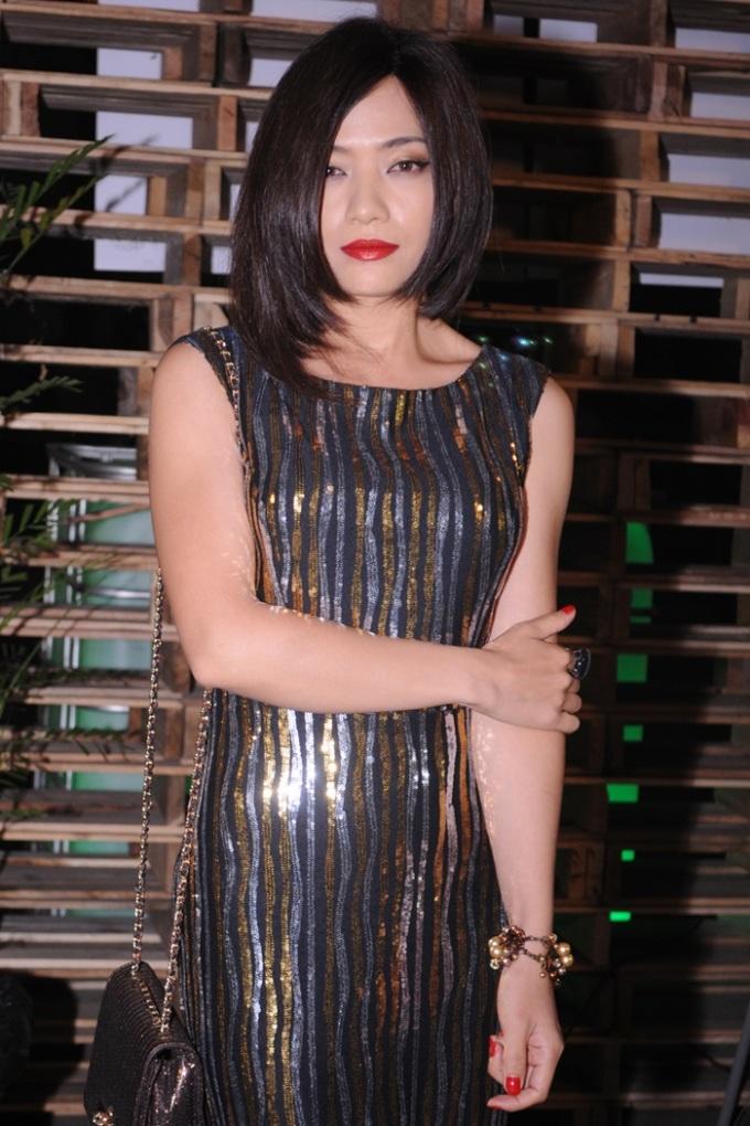 <p> Tina Tình nỗi bật với chiếc váy lấp lánh.</p>