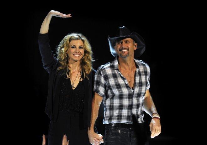 <p> Faith Hill cùng chồng Tim McGraw là cặp sao quyền lực trong làng nhạc, họ gắn bó với nhau trong mọi hoạt động từ thu âm, phát hành đĩa, đi tour hay làm từ thiện.</p>