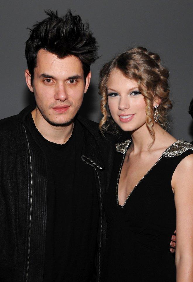 <p> Cặp đào hoa Taylor Swift và John Mayer có một mối tình ngắn ngủi năm 2010 nhưng chưa bao giờ công khai thừa nhận. Ca khúc <em>Dear John</em> của Taylor cũng bị coi là gồm những lời lẽ xỉa xói tình cũ.</p>
