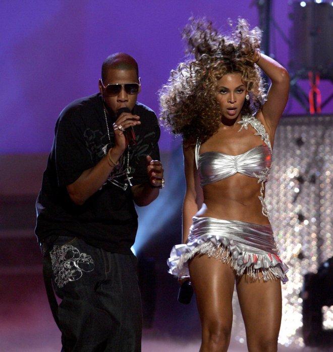 <p> Với mối quan hệ kéo dài từ năm 2002 đến nay và một cuộc hôn nhân hạnh phúc, Beyonce và Jay-Z được ví như sự kết hợp hoàn hảo giữa ông vua và bà hoàng trong làng nhạc.</p>