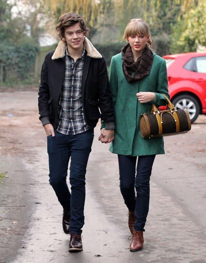 <p> Cuộc tình chóng vánh của cặp chị em chênh nhau 5 tuổi Taylor Swift và Harry Styles chỉ kéo dài vỏn vẹn 65 ngày nhưng đem lại nhiều rắc rối cho Harry vì đủ loại tin đồn lăng nhăng.</p>