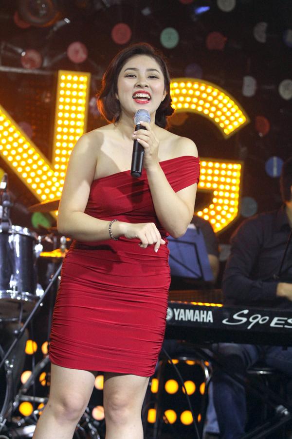 <p> Tuy dừng lại ở top 3 Vietnam Idol 2012 nhưng điều đó cũng mang tới cho cô sinh viên trường Đại học Kinh tế quốc dân những cơ hội mới dấn thân vào showbiz.</p>
