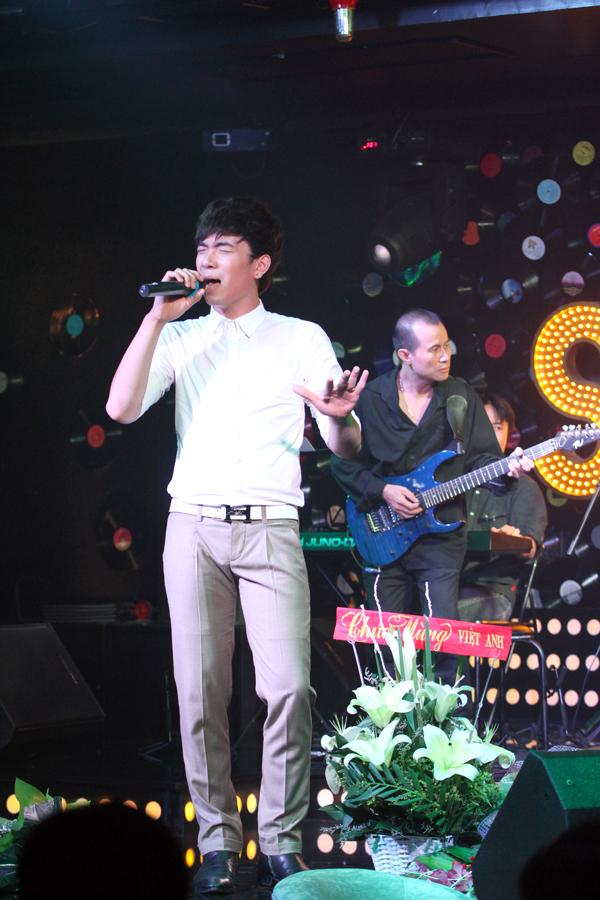 <p> Ngày 5/8 cũng là ngày mà Lê Việt Anh phát hành MV mới 'Tan vào nhau' gây ấn tượng bởi những cảnh quay ở Hợp tác xã khu 9 đang rất hot với giới trẻ hiện nay.</p>
