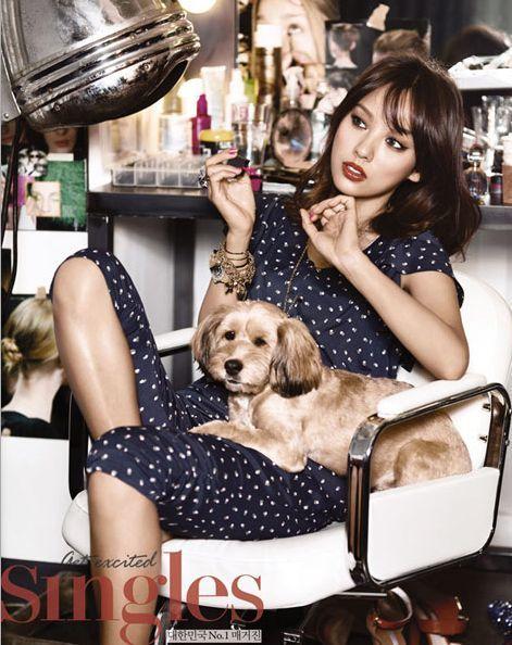 <p> Lee Hyori và chú chó Soon Shim.</p>