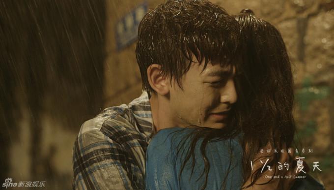 <p> Sau khi tìm kiếm Thư Tình rồi bị tổn thương, Trương Hạo dần phát hiện ra mình có tình cảm khác lạ với La Mạn (Từ Lộ đóng), người luôn ở bên giúp đỡ anh.<br /> </p>