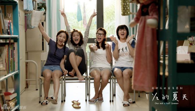 <p> Tống Thanh, La Mạn và hai cô bạn cùng phòng.</p>