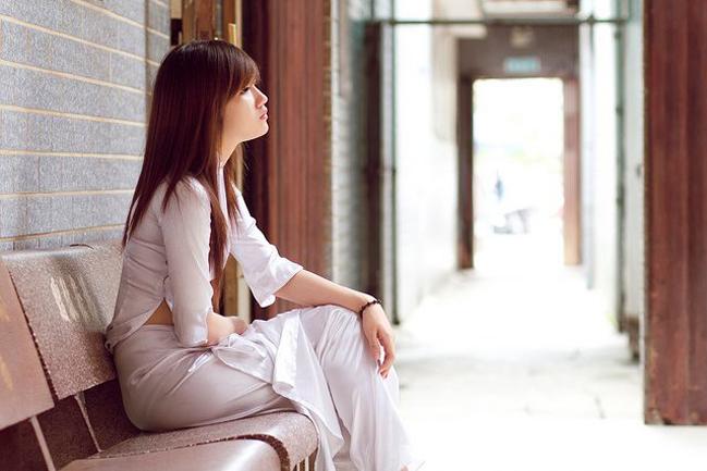 <p> Trinh đang học tiếng Pháp tại ĐH Hoa Sen. Cô bạn này còn có thể giao tiếp bằng tiếng Anh và tiếng Trung Quốc.</p>