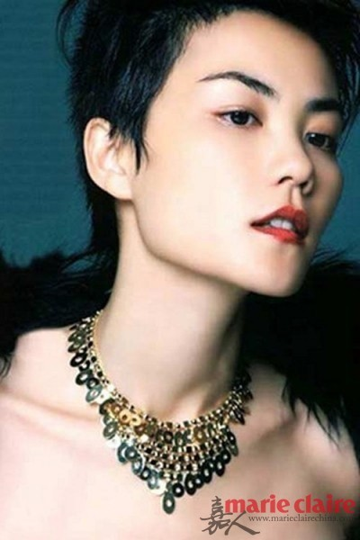 <p> Diva Hong Kong Vương Phi đẹp theo kiểu góc cạnh, cá tính.</p>