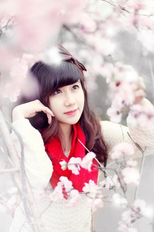 """<p> Cô nàng cũng sở hữu một fanpage thu hút những teen hâm mộ vẻ ngoài """"nhùn mà xinh"""" của Hương.</p>"""