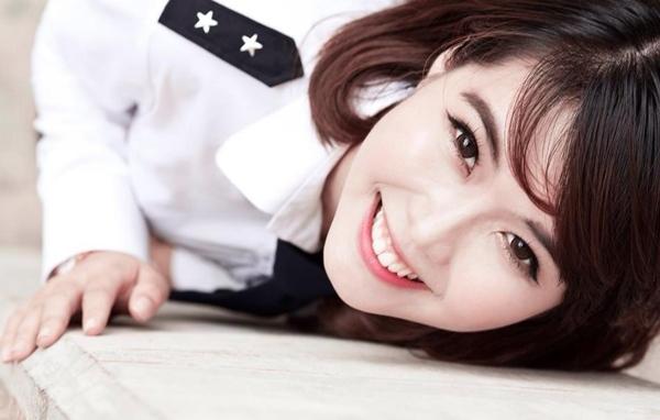 <p> Được biết với nick-name Linh Nii, cô bạn sinh năm 1994 Nguyễn Đặng Tường Linh hiện học năm II Học viện Hàng không TP HCM.</p>
