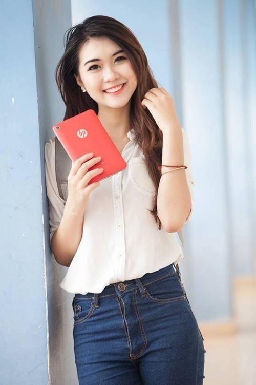 <p> Tường Linh hiện là gương mặt mẫu ảnh khá hot trên nhiều trang mạng dành cho giới trẻ.</p>
