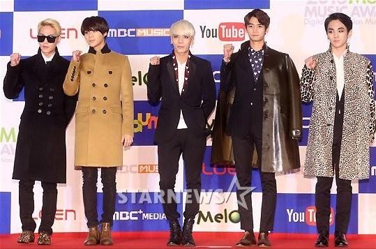 <p> SHINee chọn phong cách sang trọng như các quý ông.</p>