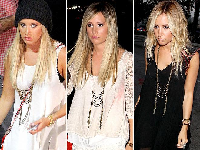 <p> Ashley Tisdale gần đây rất chuộng kiểu dây chuyền có hình dáng như một chiếc thang dây. Món trang sức này giúp những chiếc áo trơn của cô nàng bớt đơn điệu hẳn.</p>