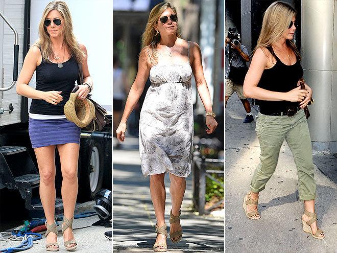 <p> Jennifer Aniston lại đặc biệt ưu ái đôi xăng đan đế xuồng quai dầy khỏe khoắn.</p>