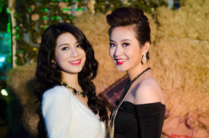 <p> Cô gặp lại người bạn cũ - Miss Audition 2006 Ngọc Anh. Cả hai là những hot girl Hà thành đời đầu, nổi tiếng trên mạng xã hội thời 360 đang hoạt động.</p>