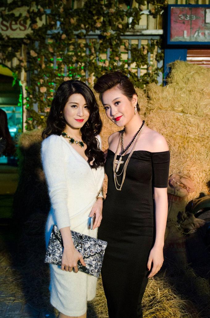 <p> Mi Vân và Ngọc Anh đều sớm lập gia đình và đang là bà mẹ của những em bé xinh đẹp.</p>