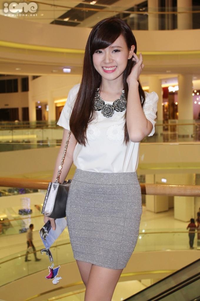 <p> Gần đây, nữ diễn viên thường xuất hiện với phong cách thời trang sang trọng và chững chạc hơn.</p>