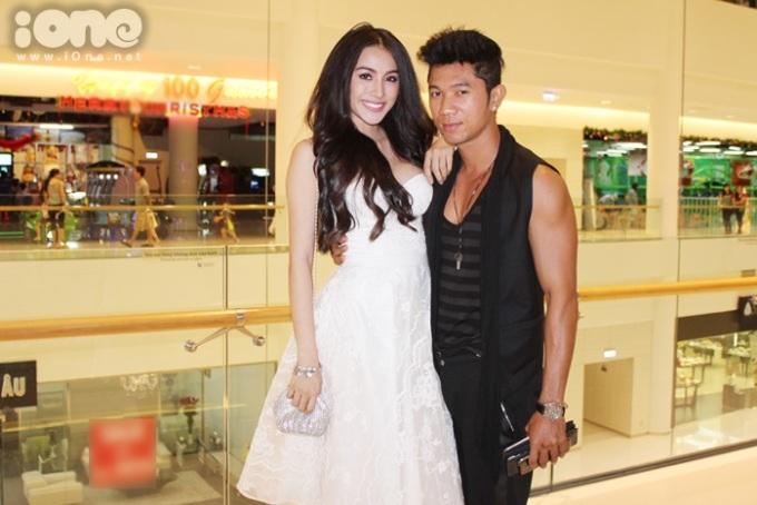 <p> Cặp đôi Lương Bằng Quang và Trương Nhi diện trang phục đối lập.</p>