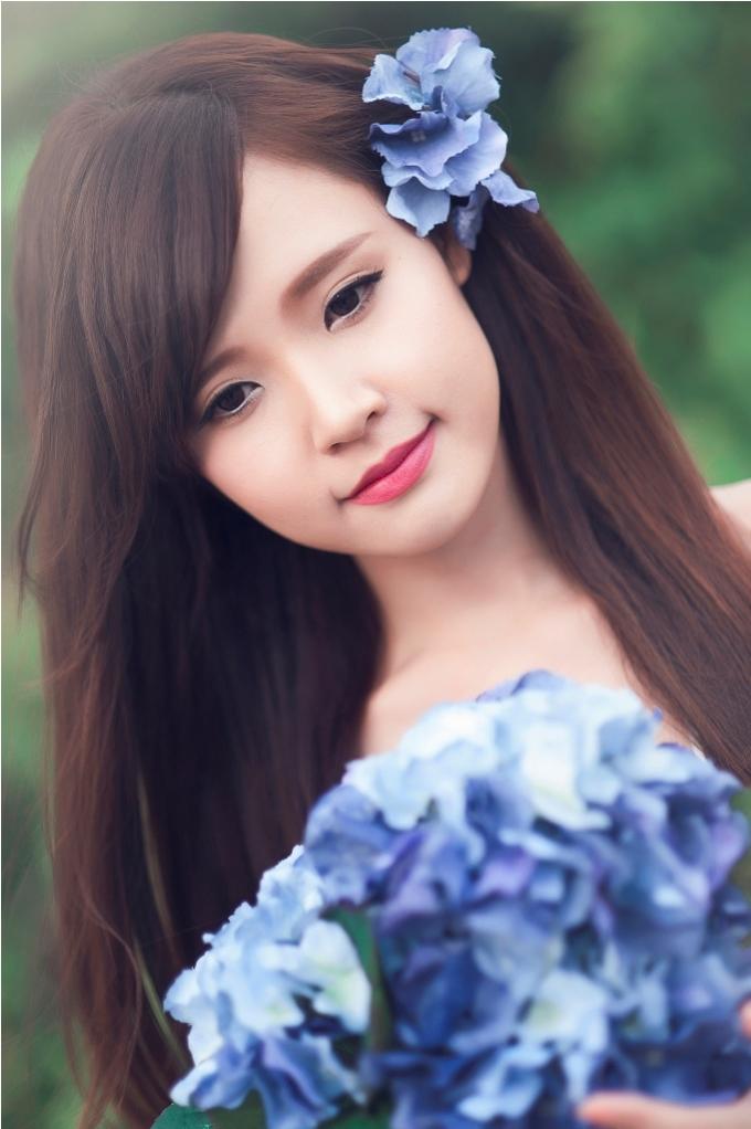 <p> Chính vẻ đẹp trong sáng, sự thân thiện và tính cách khá dễ thương của cô nàng đã chiếm được tình cảm của rất nhiều khán giả trẻ</p>