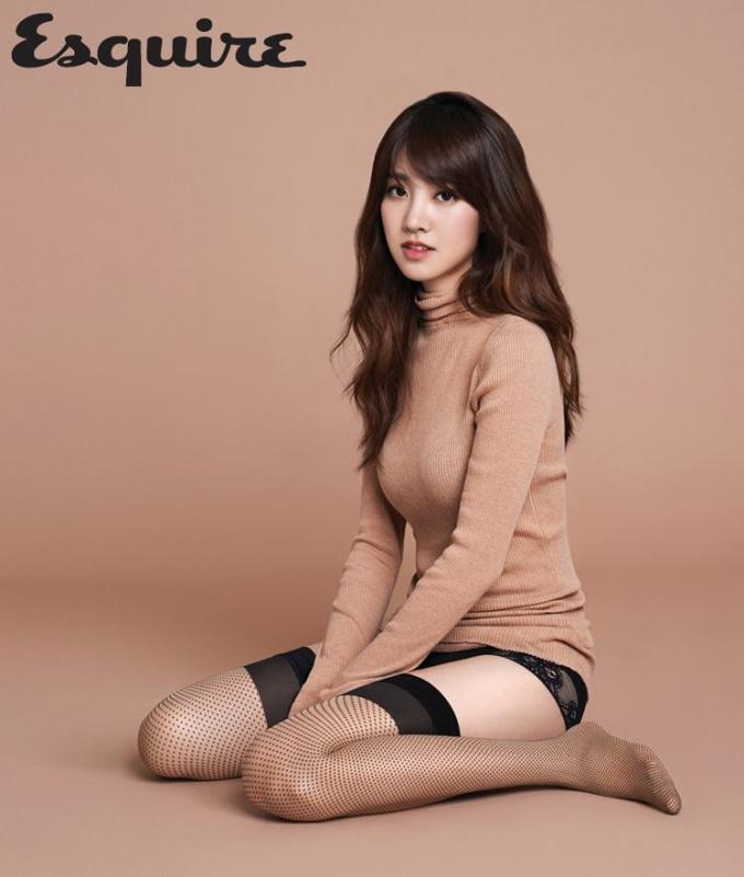 """<p> Nữ diễn viên Jin Se Yeon diện áo len cổ lọ màu nude - kiểu áo thu đông được <a href=""""https://ione.net/tin-tuc/thoi-trang/kstyle/mua-thu-dien-mau-nude-diu-nhe-nhu-sao-han-2892928.html"""">rất nhiều sao Hàn chọn mặc</a> thời gian gần đây.</p>"""
