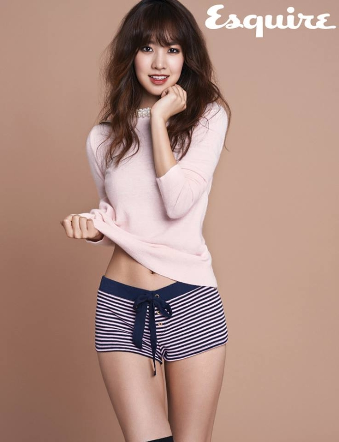 Sao Hàn đa phong cách trên tạp chí cuối năm