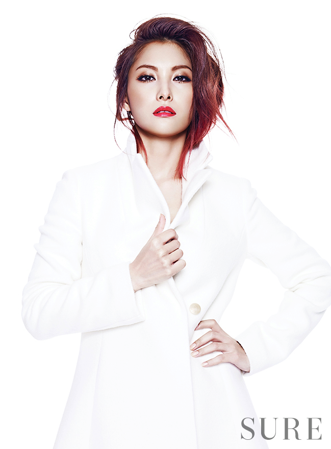 <p> Park Gyuri tóc hồng ombre trên Sure.</p>