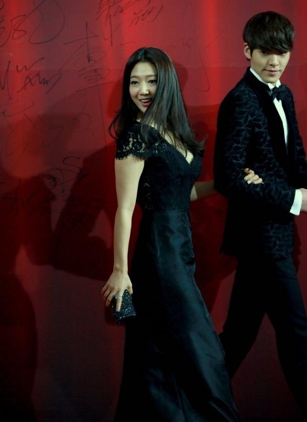 """<p class=""""Normal""""> Khác với vai Cha Eun Sang yếu đuối, Park Shin Hye ngoài đời rất thích làm """"đả nữ"""". Chị bày tỏ mình rất ngưỡng mộ Chương Tử Di, Dương Tử Quỳnh và cũng muốn thử sức với phim võ thuật. Trong khi đó, Kim Woo Bin lại mong có cơ hội hợp tác với Thành Long vì từ nhỏ đã xem rất nhiều phim của siêu sao hành động này.</p>"""