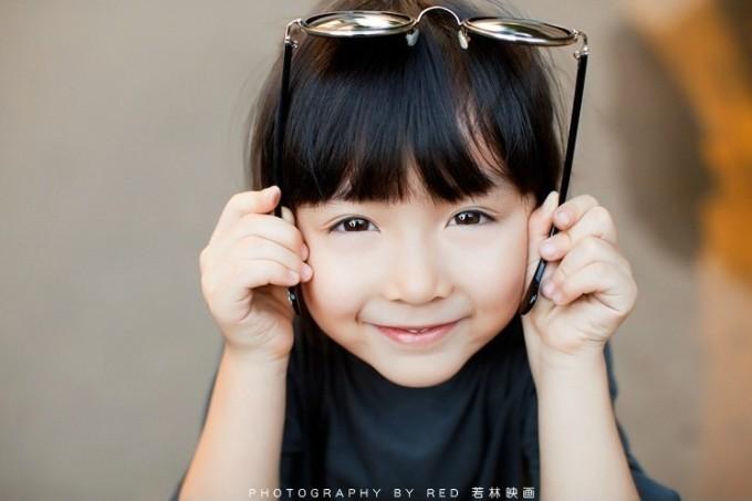 """<p class=""""Normal""""> Bộ ảnh thiên thần nhí An Kỳ Nhĩ gây sốt trên mạng Trung Quốc sau khi một nhiếp ảnh gia đăng tải bộ ảnh chụp cô bé với mái tóc đen dài và đôi mắt sáng ngây thơ.</p>"""