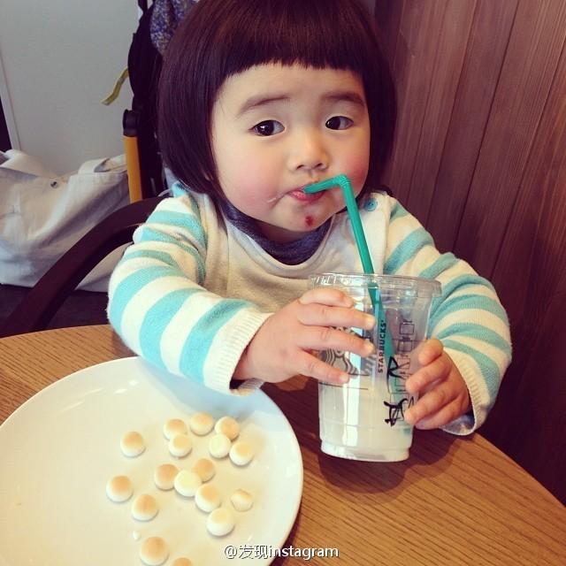 Nhóc tì  háu ăn có mặt bánh bao siêu dễ thương