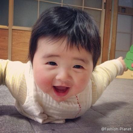 """<p class=""""Normal""""> Nhóc Yakankun hồi răng mới nhú.</p>"""