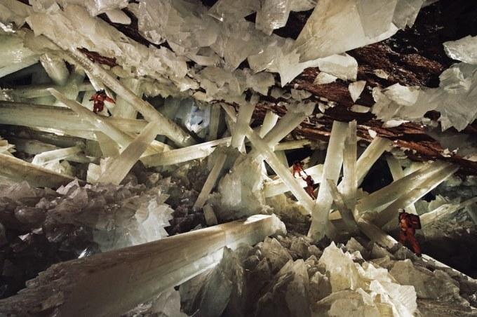 <p> 14. Hang động pha lê (Cave of the Crystals) ở in Naica, Chihuahua, Mexico, là địa điểm tuyệt vời cho những người ưa thám hiểm.</p>