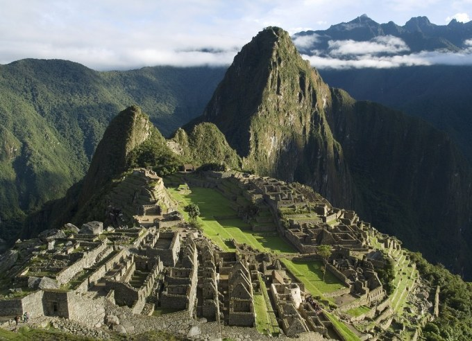"""<p class=""""Normal""""> 4. Machu Picchu (còn gọi là """"Thành phố đã mất của người Inca"""") là một khu tàn tích Inca thời tiền Columbo ở độ cao 2.430 m trên một quả núi có chóp nhọn tại thung lũng Urubamba, Peru.</p>"""