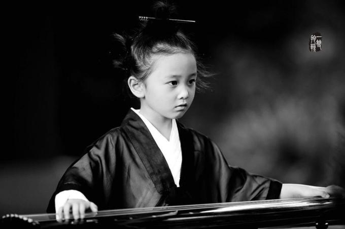 <p> Nhiều bạn nhận xét cô nhóc còn nhỏ xíu mà đã rất có phong thái của người tu tiên.</p>