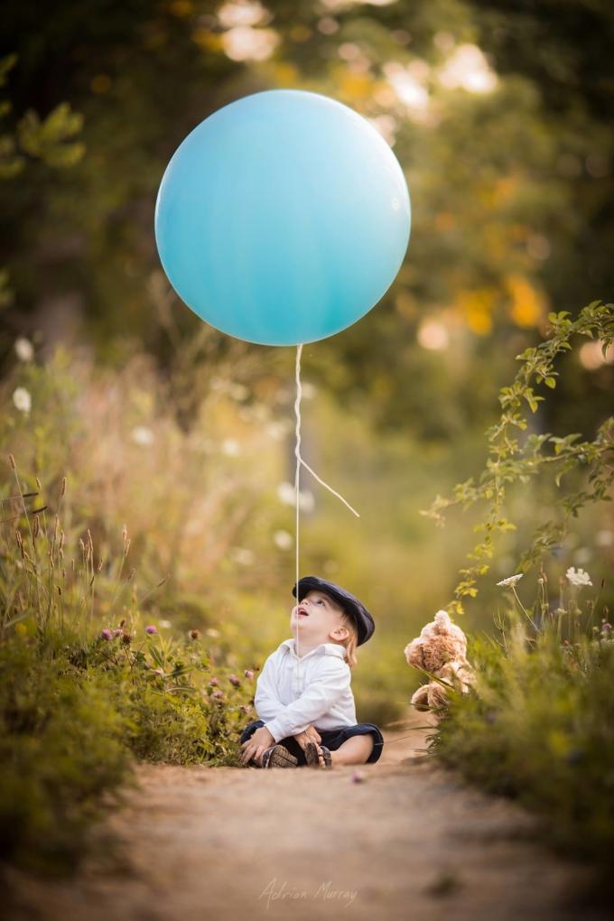 Bố chụp con trai nhỏ mắc bệnh liệt chức năng cực yêu