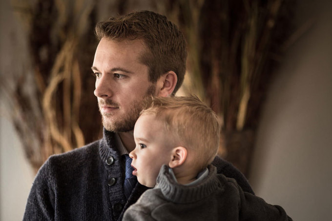 <p> Adrian Murray và con trai Emerson.</p>