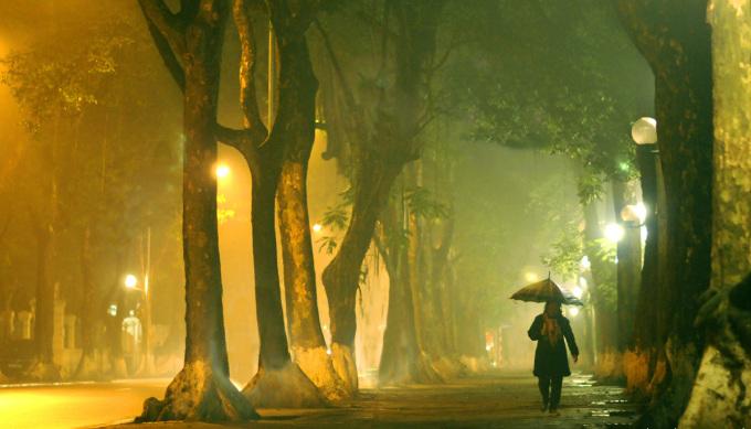"""<p class=""""Normal""""> Vẻ tĩnh lặng về đêm của phố Phan Đình Phùng.</p>"""