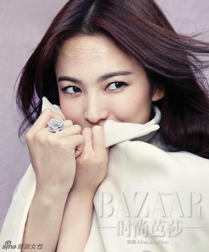 """<p> Sau một vài scandal liên quan đến tiền bạc, tên tuổi của Song Hye Kyo đang chững lại ở thị trường trong nước. Tuy nhiên, ở Trung Quốc cô vẫn được xem như một """"nữ thần"""".</p>"""