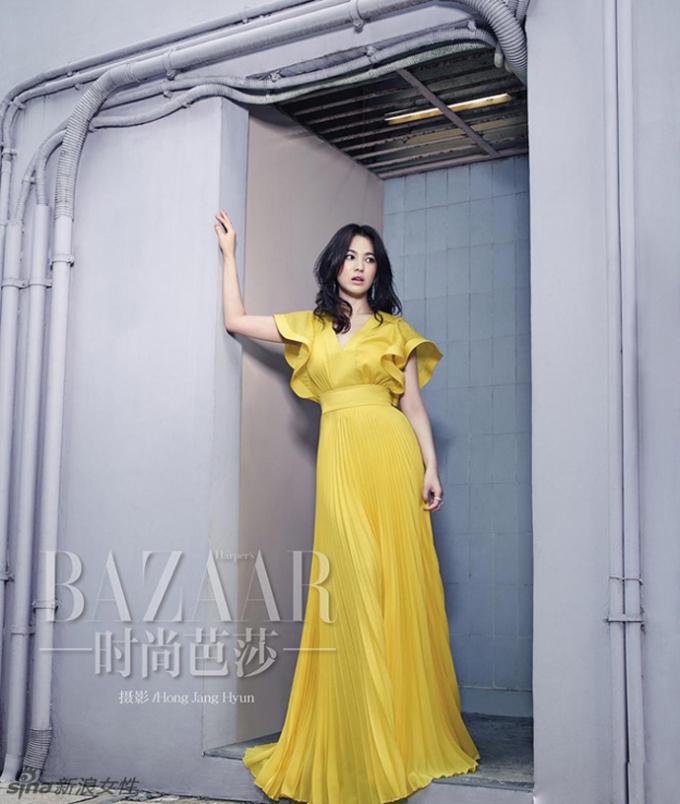 <p> Nữ diễn viên rất đắt show chụp hình cho báo Trung. Mới đây, cô tiếp tục xuất hiện trên Harper's Bazaar phiên bản Trung Quốc với vẻ ngoài nhẹ nhàng, thanh tao.</p>