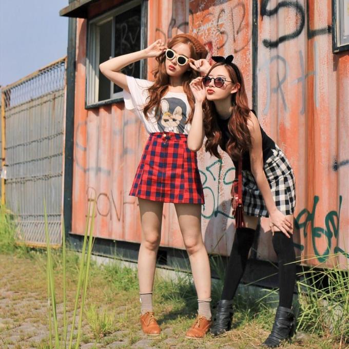 """<p class=""""Normal""""> Elle và Jessica Yamada là cặp chị em xinh đẹp đến từ Jakarta (Indonesia), được cộng đồng mạng nhiều nước châu Á biết đến.</p>"""