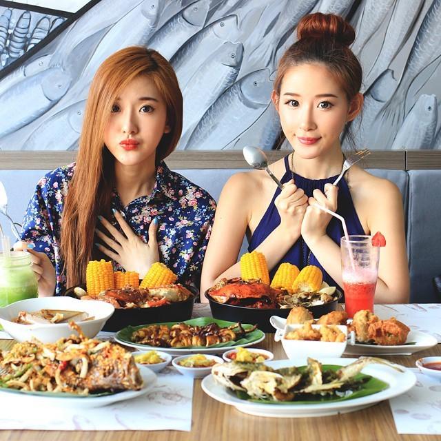 Cặp chị em hot girl Indonesia xinh đẹp, thời thượng