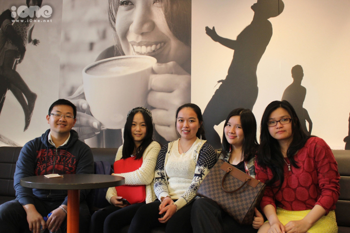 <p> Đây là nhóm du học sinh Việt tại trường Đại học Macquaire. Nếu bạn muốn du học Australia thì trường tớ là một lựa chọn cực ổn đấy.</p>