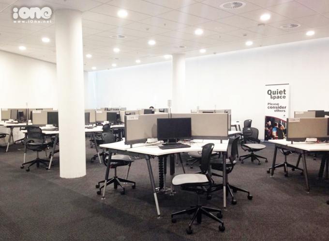 <p> Khu vực máy tính dành cho sinh viên học tập, tra cứu. Trong thư viện có 6 khu thế này nhé.</p>